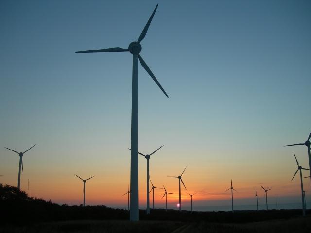 夕焼けと江差風力発電所