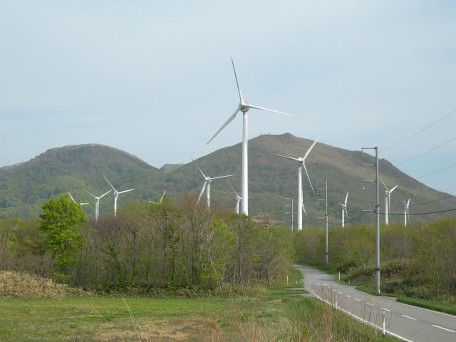 道路と江差風力発電所
