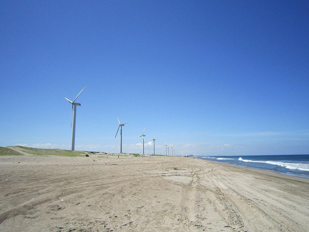 神栖市波崎海岸の波崎ウインドファームの風車群