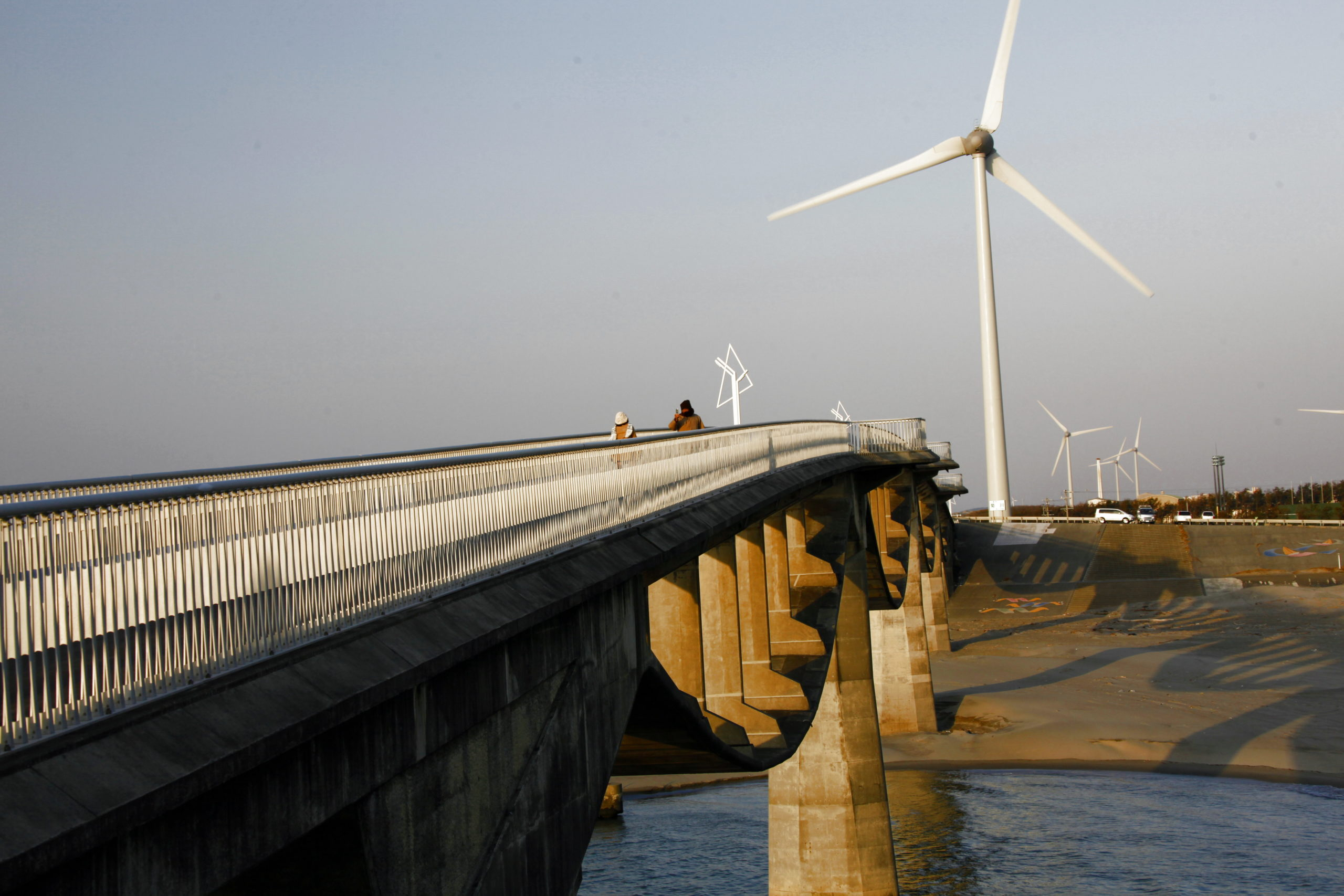 潮騒橋から見た遠州掛川風力発電所