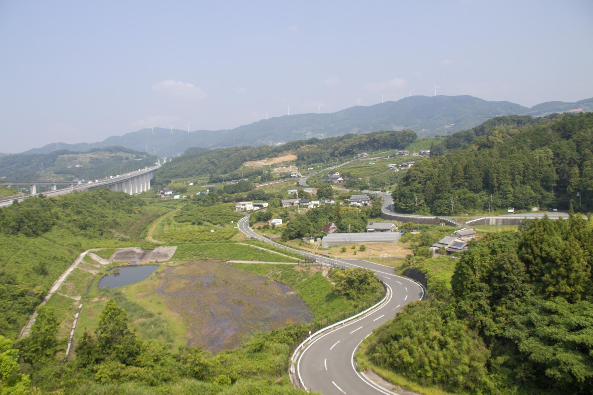 新東名高速道路 浜松SAから見える風車群
