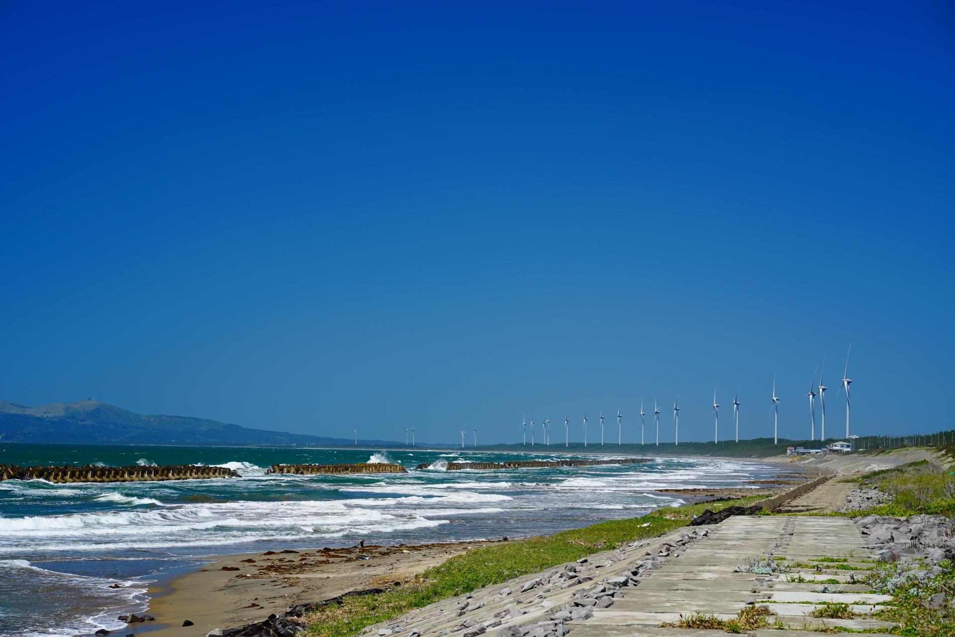 秋田男鹿自転車道からの風車